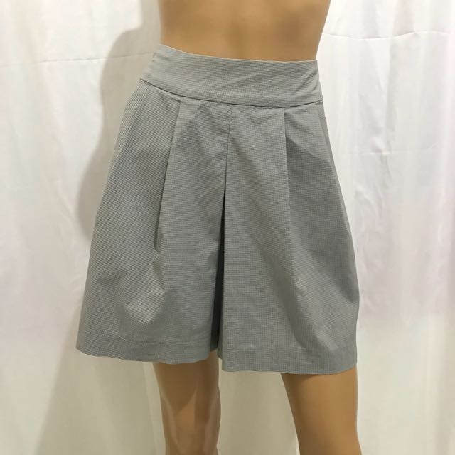 Preloved 30 inches High Waist Shorts Pleated