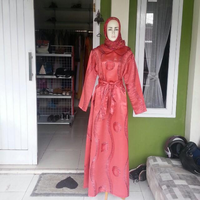 Red muslim dress