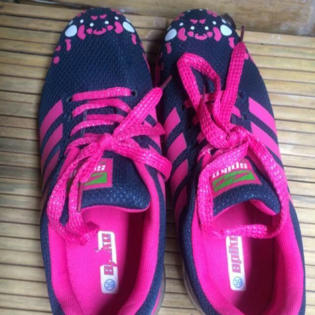 REPRICE sepatu olahraga