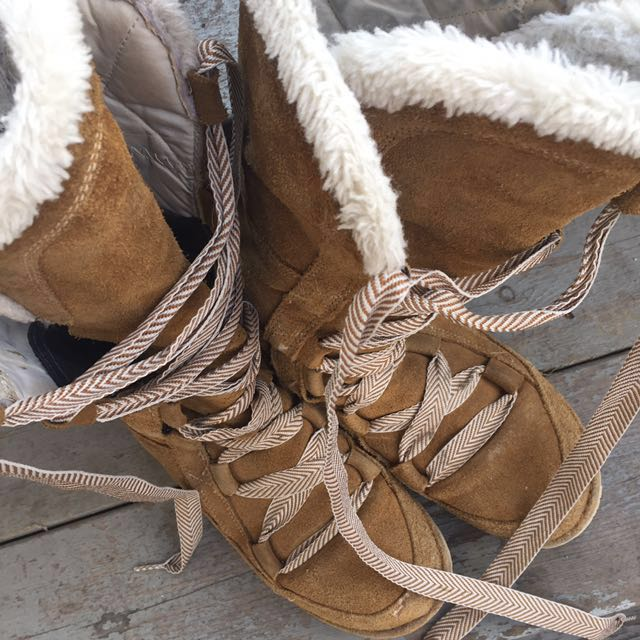 (Retails $100+) Northface warm furry boots