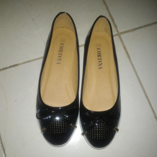 Sepatu Flat Hitam SALE