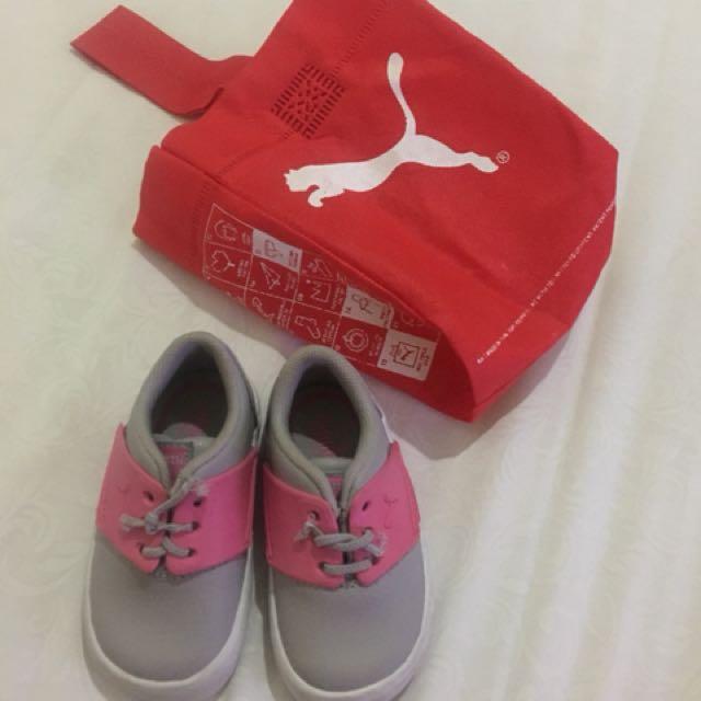 Sepatu puma pink size 19