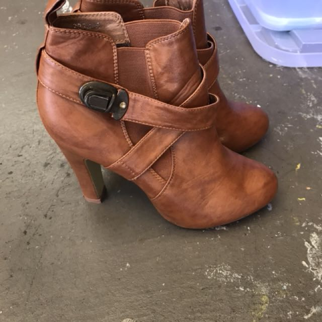 Size 8 tan boots