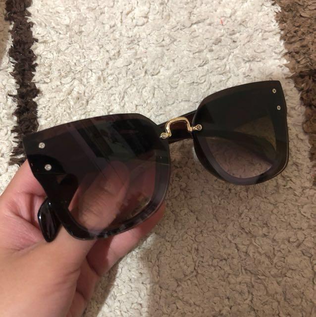 Sun Glasses MIU MIU