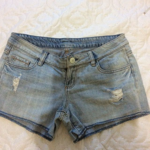 Tattered maong shorts
