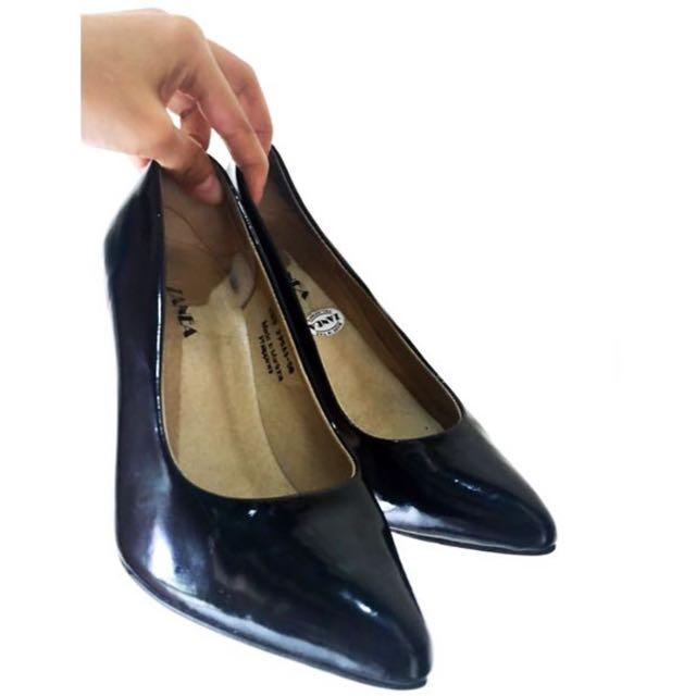 Zanea Black Shoes