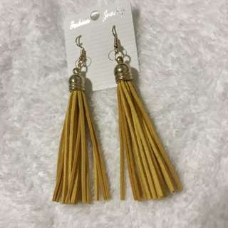 Tassel earrings on hand 💁🏻
