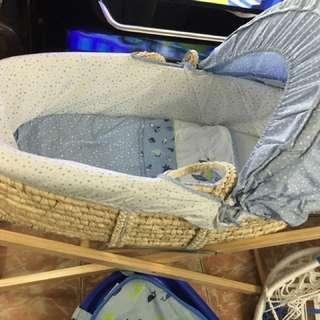 Moses basket (baby crib)