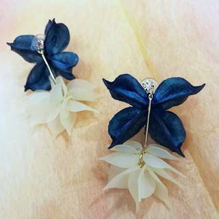 Cream Floral Earring