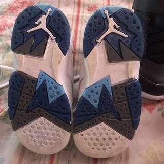 Authentic Jordan shoes nakalakihan lng po ng anak ko size 8c maganda pa sya 8/10 my box pa sya kaso hndi na presentable .