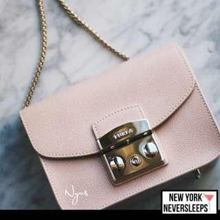 美國正品2017 新匙牌Furla metropolis mini crossbody bag ( 熱賣色nude pink ) 終於到貨 💪🏼數量有限