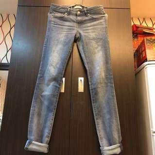 便宜賣正品uniqlo好搭刷白牛仔褲24腰