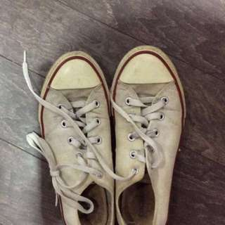 Converse (Size 6)