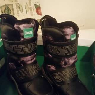 Boys youth size 1 winter boots. Waterproof. Paid over $100. New never used. Bought wrong size.