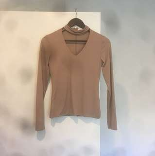 Size M choker top too big for me