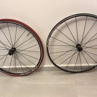 Mavic aksium wheels with trainer tires