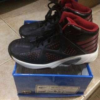 World Balance High Cut Basketball Shoes (SIZE 4.5)