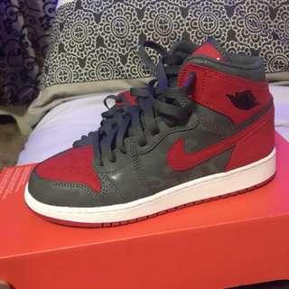 Jordan 1's mid premium size 6Y