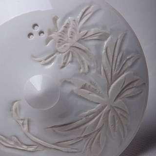 日本京燒白瓷刻胎寶瓶