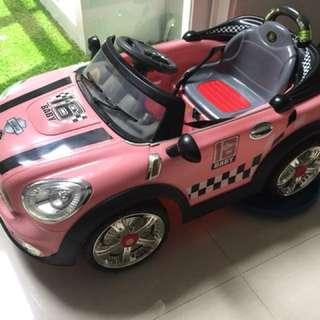 Mainan mobil aki anak pink