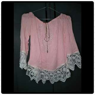 Baju model sabrina.. Warna asli pink muda(peach). Deff: tali bulu ayam hilang