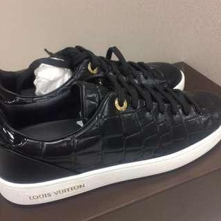 LV sneaker *brand new*