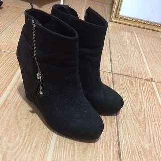 H&M black boots wedges