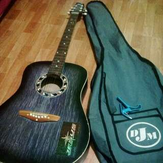 Guitar with cover+capo