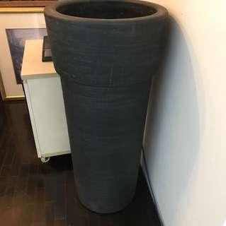 Tall round planter box