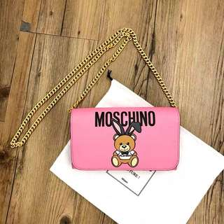 Moschino Playboy Wallet on Chain! 粉紅色