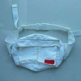 White waist bag 腰包