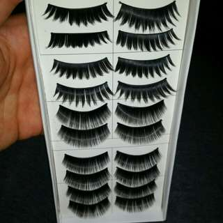 10 pairs of 2 diff styles of fake lashes