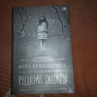 Novel Miss Peregrine's home for peculiar children