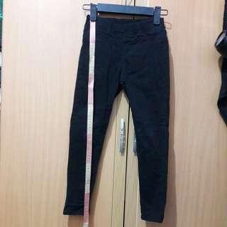 🚚 Uniqlo 小腳褲