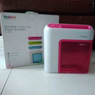 Preloved Valore Portable Battery Operated Cross-Cut Paper Shredder