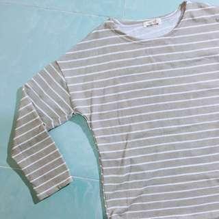 🈹(💯全新) MaNam杏白色橫間前短後長長袖上衣