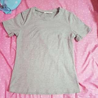 Plain gray t shirt