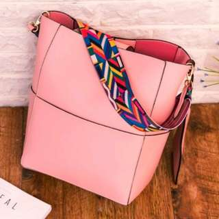 Trapeze Shoulder Bag - Pink
