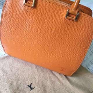 法國帶回保證專櫃買的真品包況佳少使用EPI硬不變形LV精品包#法國#真品#第一手