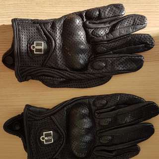Icon Pursuit Perforated Women's Gloves size S