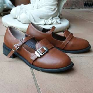 Strapped shoes size 36