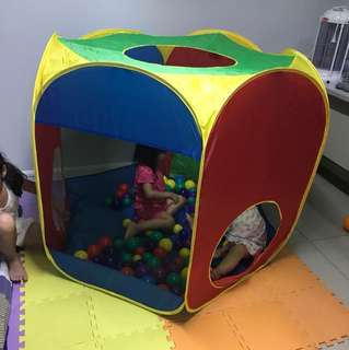 portable play area with 100 multiple balls