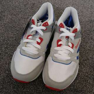 Reebok ventilator hexalite white/red/blue