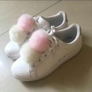 Sepatu bershka pompom