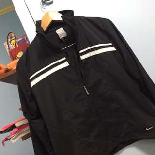Authentic preowned nike jacket for woman , SIZE M