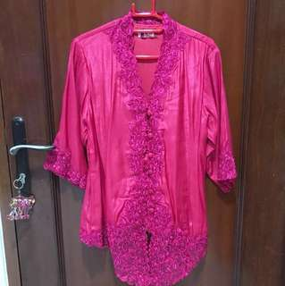 kebaya (available in L and XL)