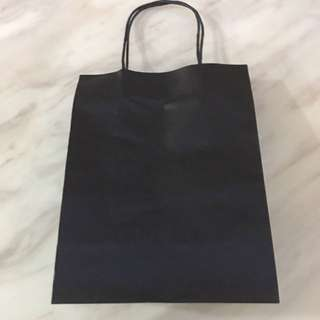 Dark brown to black paper bag (21x21x11 cm)
