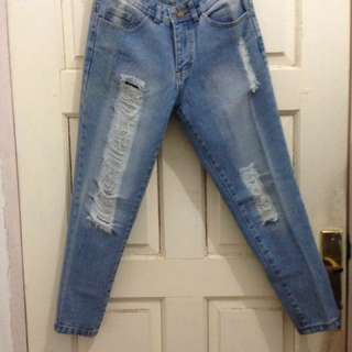 Ripped jeans ukuran S-M