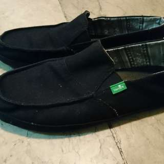 Sanuk size 9 US. Rarely used