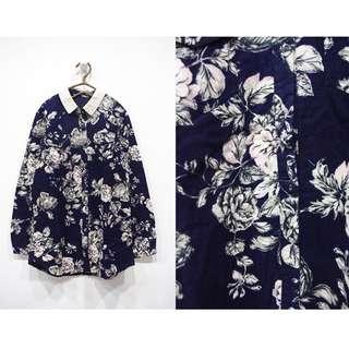 這裡 Zhè lǐ日系復古水彩畫感花卉造型深藍襯衫,有厚度!領子是燈心絨拼接唷